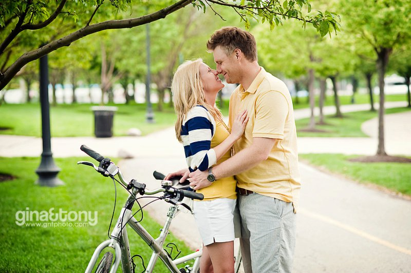 chicago engagement photographers, downtown chicago engagement session, streeterville engagement session, chinatown engagement session, tandem bike