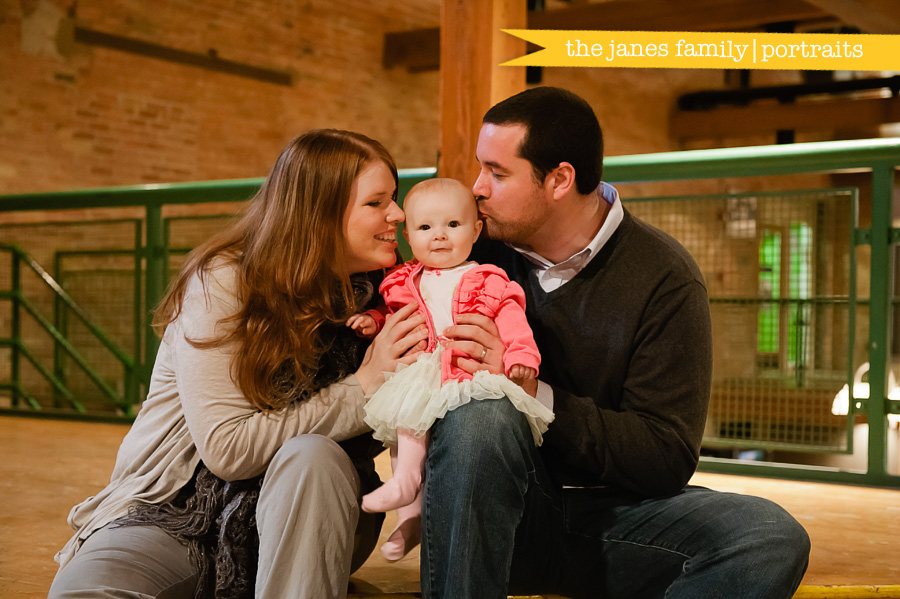 chicago family photographers, naperville family photographers, fifth avenue station family photos